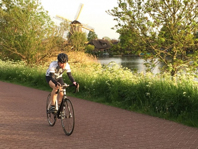 wielrennen langs de vecht fiets met mooi weer