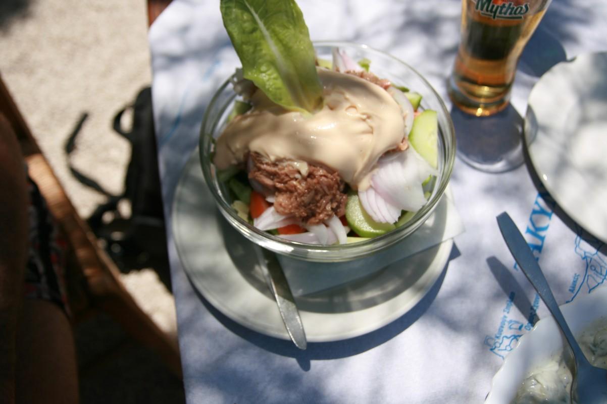 tonijn salade bij Cross Taverna Kempi