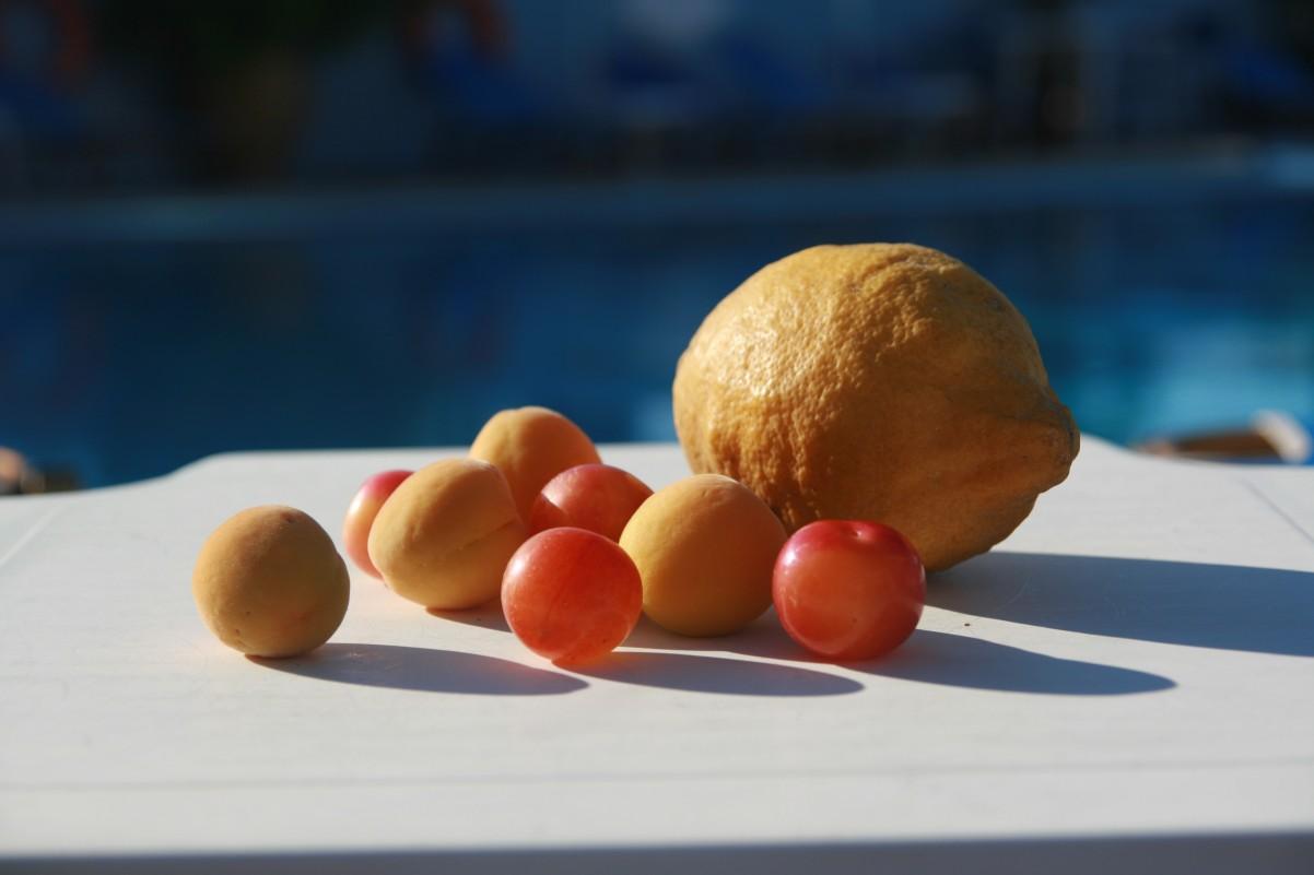 fruit geplukt langs de weg op Zakynthos