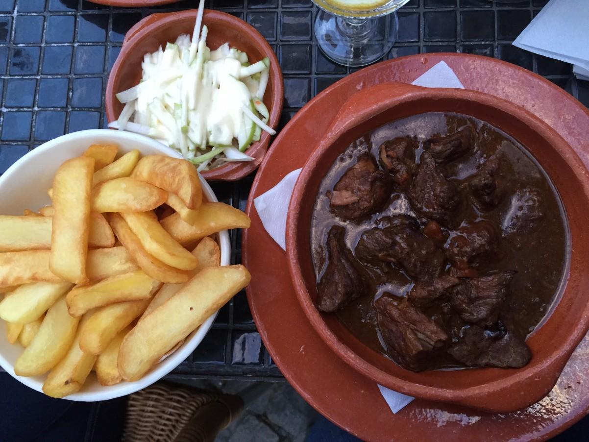 friet en stoofvlees bij eetcafe Het Elfde Gebod Antwerpen Antwerpen minivakantie