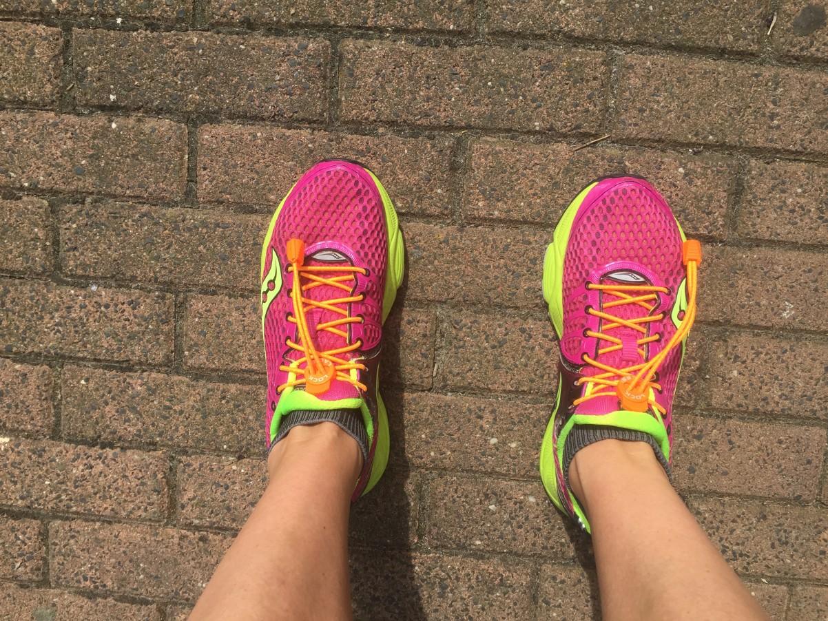 oranje snelveters op mijn hardloopschoenen voor de triatlon Weesp