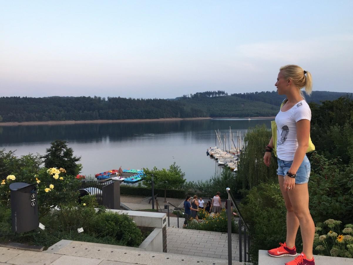 uitzicht Sorpesee Langscheid ijsjes eten Duitsland