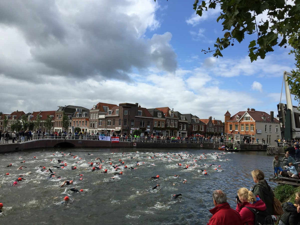 zwemmers in de Kom, triatlon Weesp 2015