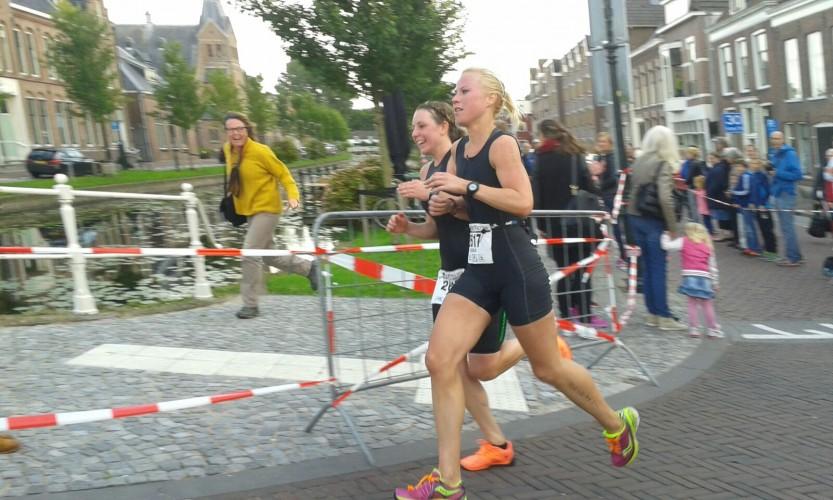 hardlopen grote plein triatlon weesp vlak voor de finish raceday