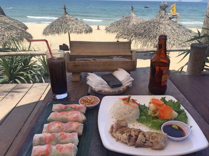springrolls op Ambang Beach