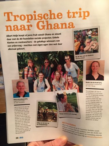 Nora in Ghana met Albert Heijn in personeelsblad van AH