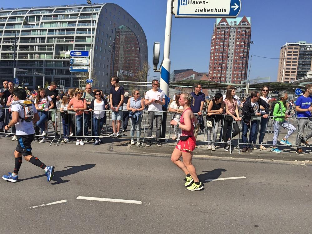 moe onderweg bij de marathon van Rotterdam 2017 raceday