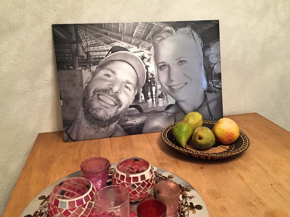 foto op aluminium op tafel