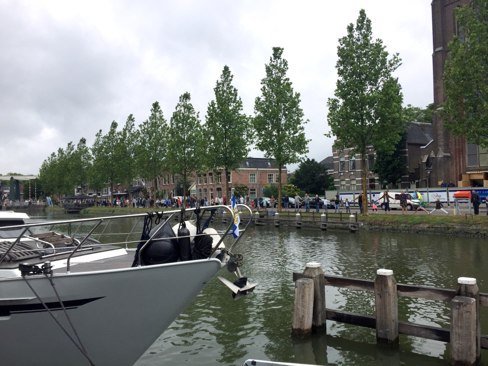 Record in Weesp! 720 mensen hand in hand