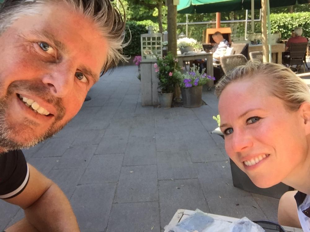 koffie op een fijn terrasje in Baarn. Met appeltaart! #eten