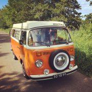 knus in een volkswagen bus roadtrip Duitsland appeltaart