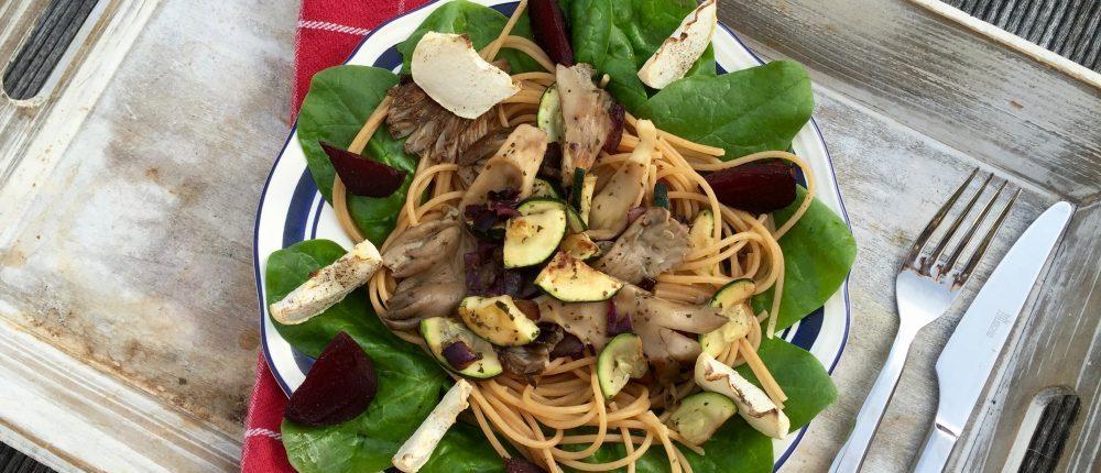 vegan pasta met meiknollen en geroosterde groente