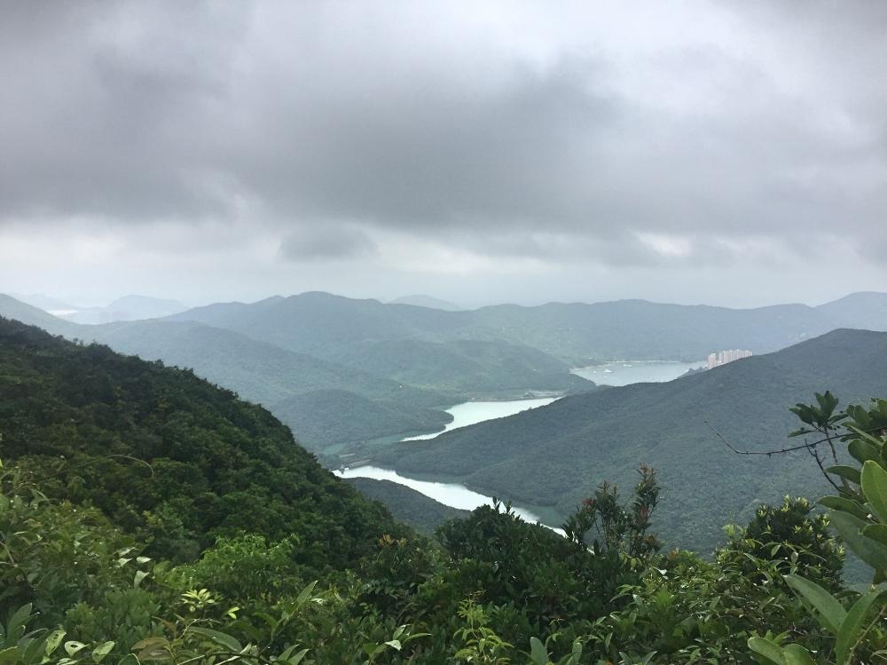 bewolkt uitzicht vanaf Twins Peak