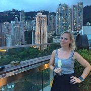 cocktail op een rooftopbar in Hongkong