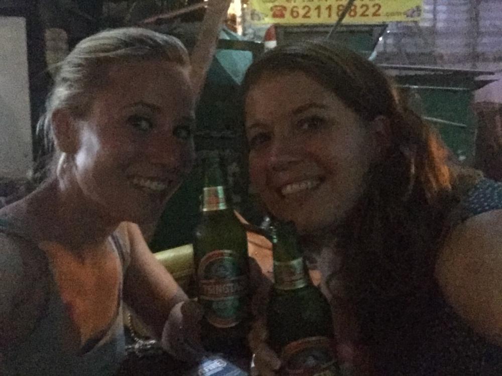 slechte foto van biertjes in de kroeg