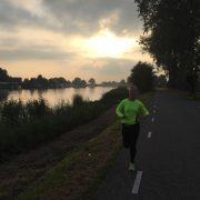 hardlopen in de prachtige avondzon