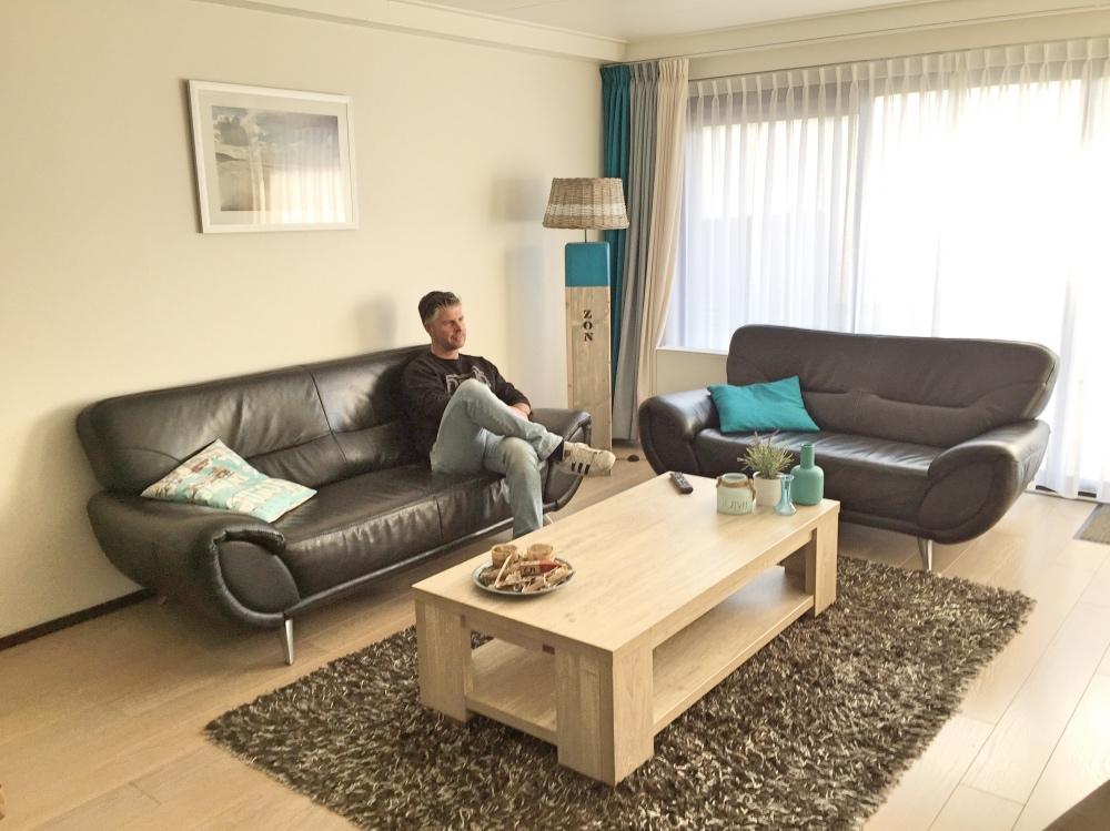 De woonkamer van ons appartement in De Koog