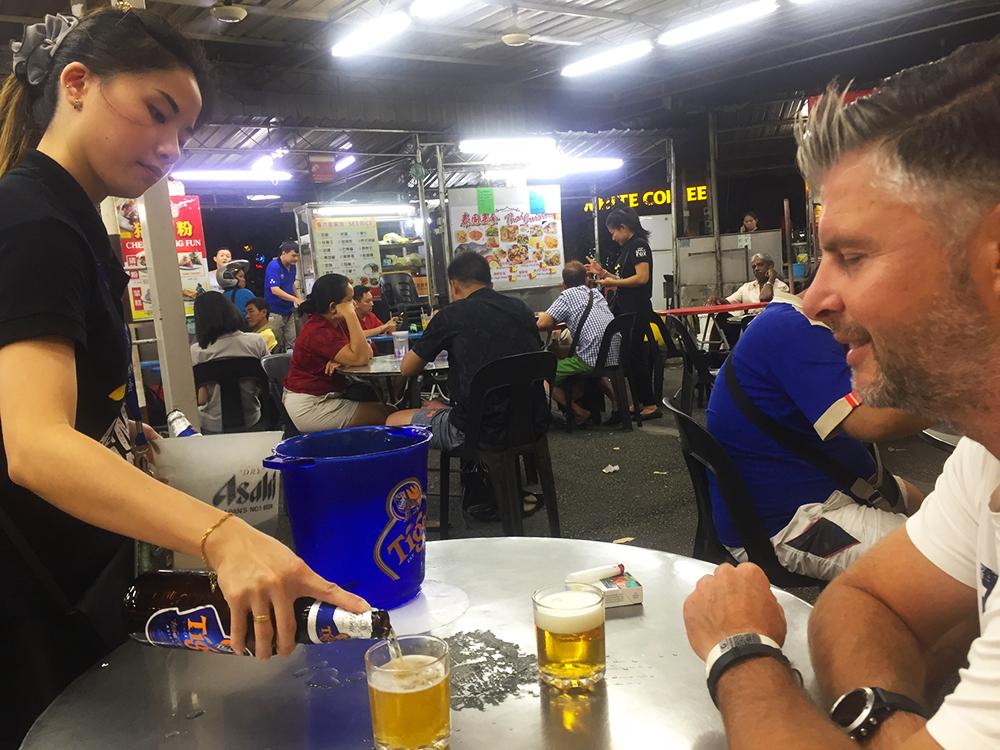 biertje bij foodstallen in Penang