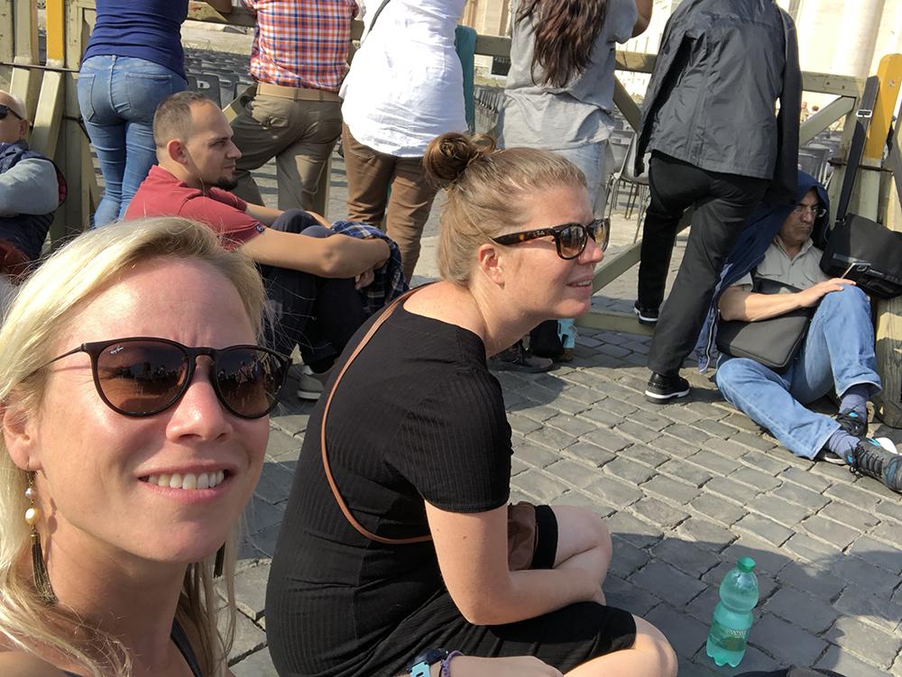 wachten op de paus op het Sint Pietersplein