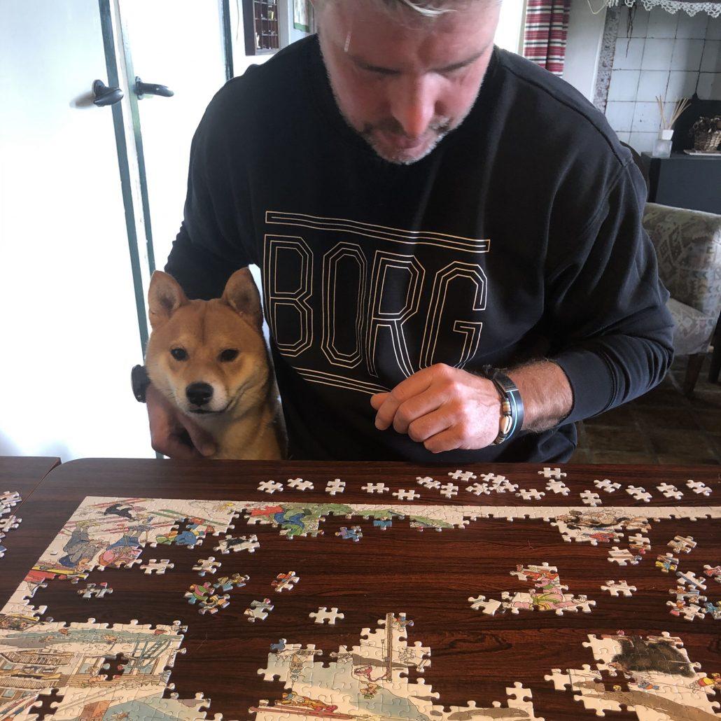 Rustig puzzelen is geen optie als Gerard aandacht wil.
